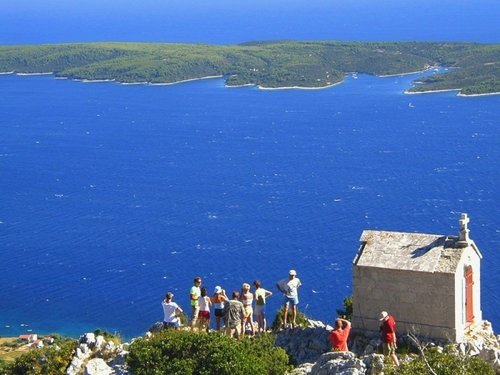 Sailing in Hvar takes us to its highest peak