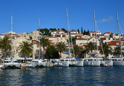 Sailing in Croatia for 3 days takes us to the famous Hvar