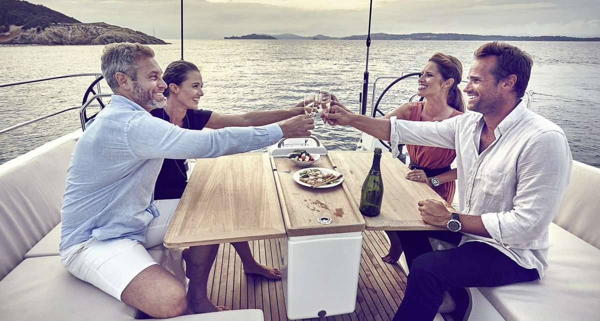 A self prepared dinner on a sailboat in peaceful and quiet surrounding is only possible on a private yacht tour