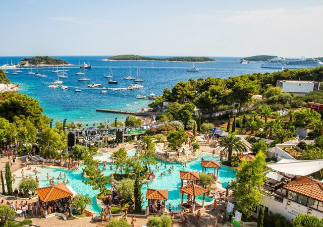 The buzzing town of Hvar