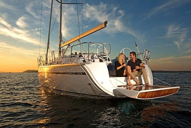 Sailing yacht around 40 ft. is perfect for 1 couple